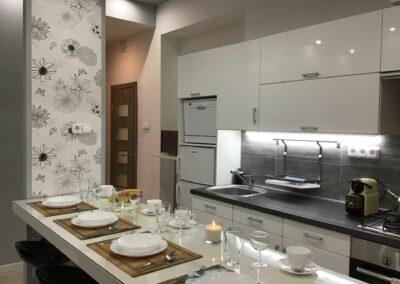 Gutenberg Apartments - 22-es Apartman: Étkező és konyha